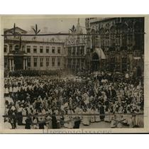 1923 Press Photo Catholics attend the pilgrimage to the Chapelle du St. Sang