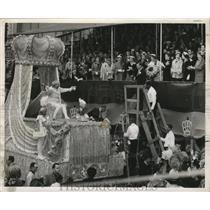 1955 Press Photo Monarch During Toast To Queen Harriet-Mardi Gras, New Orleans