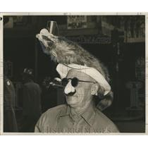 1954 Press Photo Masking Man in Disguise and Animal Hat, Mardi Gras, New Orleans