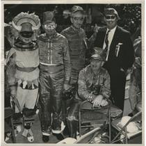 1953 Press Photo Friends in Costume, Mardi Gras - City Hall Stands, New Orleans
