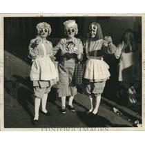 1971 Press Photo women dressed as raggedy Ann dolls at Mardi Gras in New Orleans