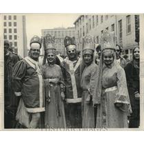 1972 Press Photo Attendees Excited While in Costume at Mardi Gras, New Orleans