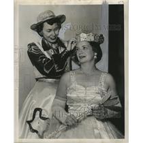 1955 Press Photo Queen of the Krewe of Neophermenos has her crown adjusted