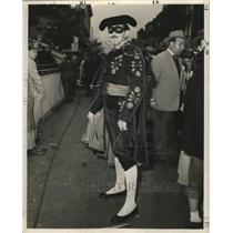 1954 Press Photo man at Mardi Gras dressed as a Spanish matador  - noca00647