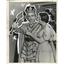 1955 Press Photo Twelfth Night Reveler Queen  Arthe Walmsley with her King