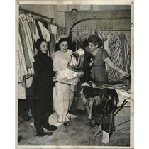 1956 Press Photo Carnival costumes-Jerri Porche and Helen Molina of Los Angeles.