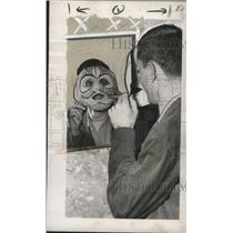 1951 Press Photo Carnival mask by Robert Helmer gets painted by John Klemmer.