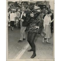 Press Photo Maskers Dressed in Costume at Mardi Gras, New Orleans - noca00924