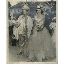 1956 Press Photo New Orleans Mardi Gras parade king and queen Derbes and Helbig