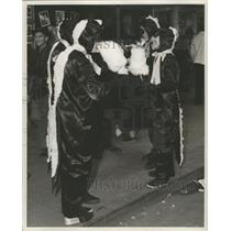Press Photo New Orleans Mardi Gras dinosaur costumes - noca00952