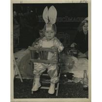 1957 Press Photo Bunny Rabbit Awaits Big Show at Mardi Gras, New Orleans