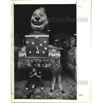 Press Photo Two Men by the Jack in the Box Carnival Float in New Orleans