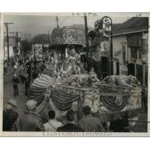 1955 Press Photo Carnival Parade- King of Krewe of Alla heads parade