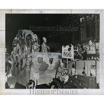 1955 Press Photo Float Covered in Masks for Babylon Krewe, Mardi Gras, New Or.