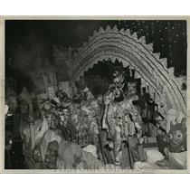 1955 Press Photo Krewe of Babylon on Float, Mardi Gras, New Orleans - noca01652