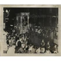 1955 Press Photo Crowd Watches Babylon Float, Mardi Gras, New Orleans