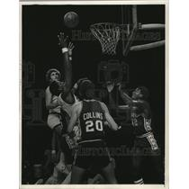 1975 Press Photo Milwaukee's Elmore Smith earned his paycheck Tuesday night.