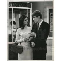 1965 Press Photo Gayle Hunnicutt and Will Hutchins in Hey, Landlord, on NBC.