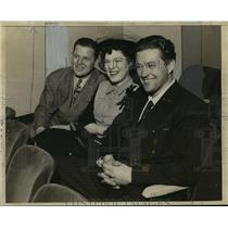 1942 Press Photo Jack Carson-Actor-Pictured with his wife and Dennis Morgan.