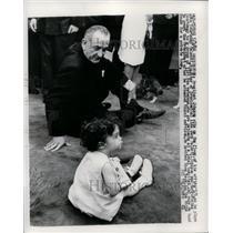 1966 Press Photo President Johnson plays with Courtenay Valenti - nef26190