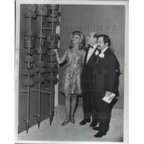 1969 Press Photo Mr & Mrs Max Ratner & Yaarov Agam, preview Masada Exhibition