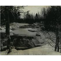 1977 Press Photo Snowy Ontanogan River in Michigan's Upper Peninsula - mja35515