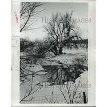1977 Press Photo Washington county pond on Highway 45 in winter. - mja35657