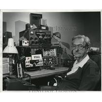 1976 Press Photo Aldrich Krones operates a radio station at his Bay View home