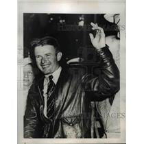 "1938 Press Photo Douglas ""My Mistake"" Corrigan Greets Crowds on Boston Arrival"