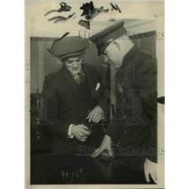 "1923 Press Photo C.D. Draper teaching one of the policemen the ""how"" of the game"