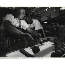 1993 Press Photo Sue Vande Slunt at the Wisconsin Apple Growers Assoc.booth.