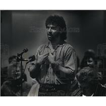 1988 Press Photo Jerry Kotarak Pit Bull Owner Speaking at Milwaukee Committee