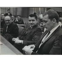 1968 Press Photo Robert D. Kramer leafed through notes in West Bend hearing.