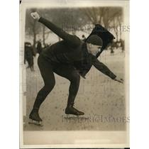 1924 Press Photo Charles Jewtrsy speed skater ready for a race - net25790