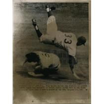 1963 Press Photo Mets 2nd baseman Ron Hunt is upended by Giants Tom Haller