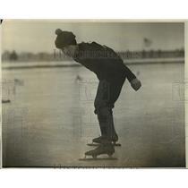 1926 Press Photo Champion skater Ernest Kowalczyk in Detroit Michigan