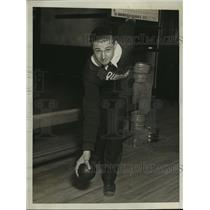 1930 Press Photo Sam Del Vecchio rolls 240 bowling game at DC alleys - net27093