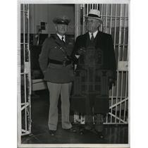 1933 Press Photo William T. Fenton Visiting Alcatraz Island Prison - nef16355