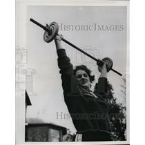 1953 Press Photo Wren McKay learning strong-arm lifting techinique in England
