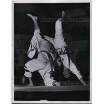 1958 Press Photo Magnana flips Bucki during Milan, Italy judo competition