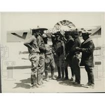 1929 Press Photo Group of Federal aviators & their plane at a field - net28370