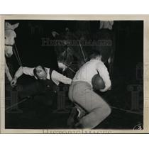 1946 Press Photo Donkey basketball Jim Webb vs Grant Duncan in Ritzville WA