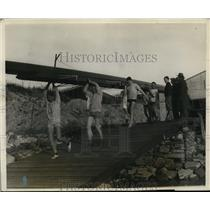 1928 Press Photo Columbia University crew team carries their boat to the water