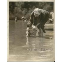 1924 Press Photo A woman & her child play in the water at a beach - net29105
