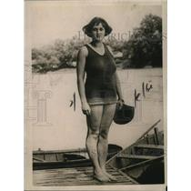 1922 Press Photo Helen Peightal saved man in Juanita River gets Carnegie award