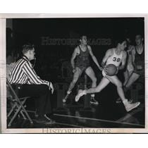 1949 Press Photo Ref Warren Schuermann at St Louis HS basketball vs McBride