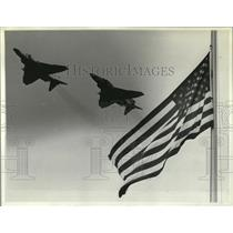 1983 Press Photo The American Flag with 2 fighter jets flying overhead