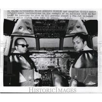 1969 Press Photo Pilot Augusto Fiorini and Giulio Vanin in Alitalia DC-8 Cockpit
