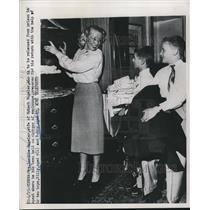 1951 Press Photo Wife Lucille & Sons of Robert Vogeler in Vienna, Austria