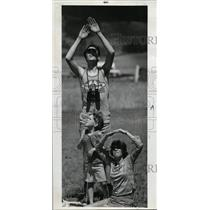 1973 Press Photo A family looks up to watch the divers parachuting from the sky